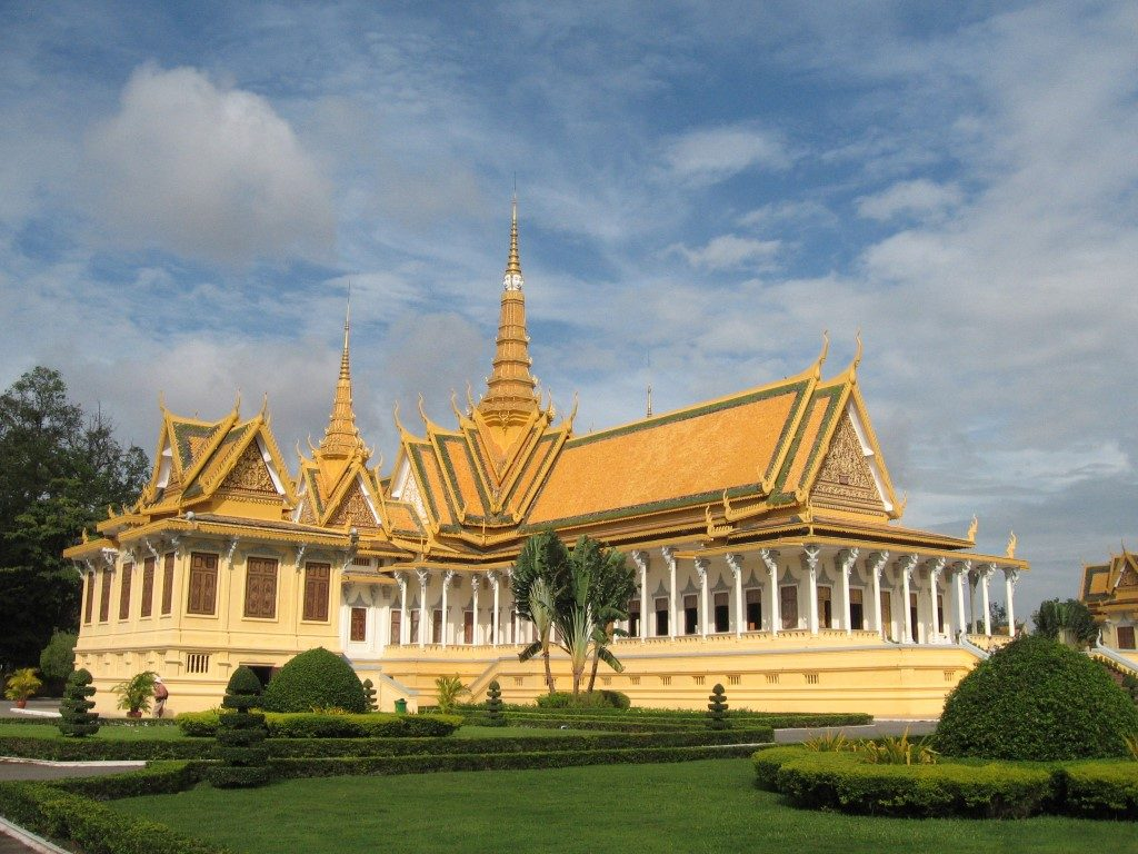 Throne_Hall,_Royal_Palace,_Phnom_Penh,_Cambodia (Medium)